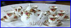 1970s VINTAGE ROYAL ALBERT OLD COUNTRY ROSES 2ND QUALITY 21 PIECE TEA SET