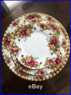 (20) Royal Albert Old Country Roses 20 Piece Place Setting Service For 4 England