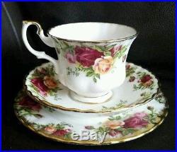 22 Piece Royal Albert Old Country Roses English Bone China Service & Ornaments