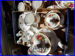 91 pcs Old Country Roses by Royal Albert, bone china, made in England, 1962 pa