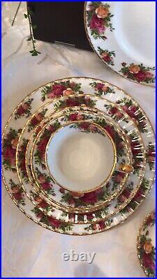 Beautiful Royal Albert Old Country Roses 22K Bone China England 1962 20 Pc