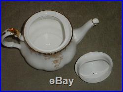 Elegant Royal Albert Old Country Roses Gold Tea Pot w Lid 8 H x 10 x 6 3/4 NF