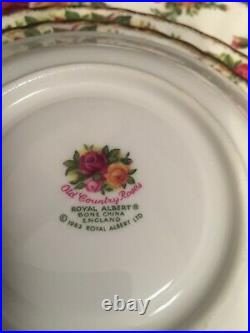 Four Royal Albert OLD COUNTRY ROSES 5-Piece Place Settings 20 Pieces