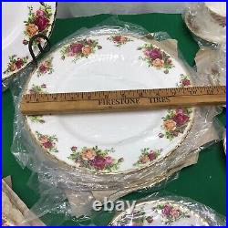 NEW IN BOX Royal Albert Old Country Roses 32 Pieces Set Complete Place Settings