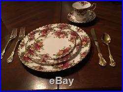 OLD COUNTRY ROSES 40 PIECES EIGHT 5PC PLACE SETTINGS ROYAL ALBERT 1962 heirloom