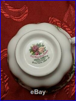 Old Country Roses Royal Albert Bone 12 Set 66 Piece Vintage China1962