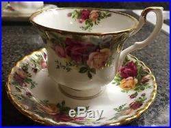 Old Country Roses Royal Albert, England 1962, Bone China Dinnerware 54 piece set