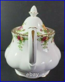 Old Country Roses Royal Albert Teapot Fluted Montrose Shape Mint Condition