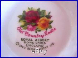 ROYAL ALBERT OLD COUNTRY ROSES 20 Piece Set Original 1962