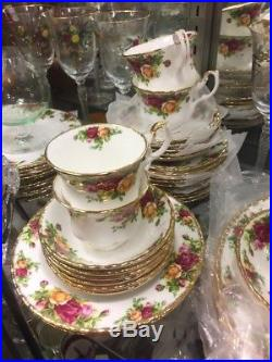 ROYAL ALBERT OLD COUNTRY ROSES SVC FOR 12 WithSERVING PIECES EXC COND ENGLAND