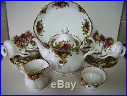 ROYAL ALBERT OLD COUNTRY ROSES TEA SET 22 PC. STUNNING. EXTRAS