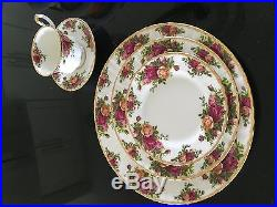 Royal Albert Fine Englash China Old Country Roses Set of 16 Place Settings