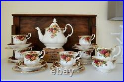 Royal Albert OLD COUNTRY ROSES 21 Piece Tea Set with Large Teapot