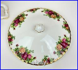 Royal Albert OLD COUNTRY ROSES Covered Round CASSEROLE Open Handles1993-02MINT