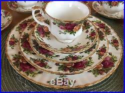 Royal Albert Old Country Roses 1962 33pc. Fine Bone China England dish set