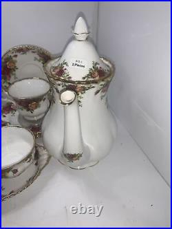 Royal Albert Old Country Roses 6 place setting 35 Piece(4 Persons Immaculate)