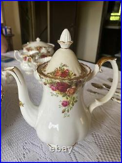 Royal Albert Old Country Roses Coffee Pot 9 1/2 Tall With The LID 1962