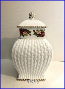 Royal Albert Old Country Roses Cookie Jar Basketweave Pattern, Flowers on Bow