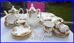 Royal Albert'Old Country Roses' Dinner/Tea/Coffee Service 40 pces