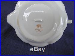 Royal Albert Old Country Roses GOLD TEAPOT & LID have more items to this set