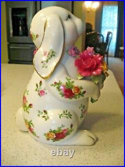 Royal Albert Old Country Roses Rabbit with a Bouquet of Flowers Figurine 8T