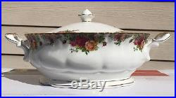 Royal Albert Old Country Roses Round Covered Vegetable Bowl 1962 England