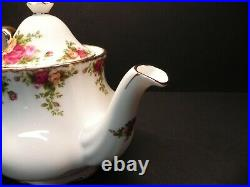 Tea Pot & Lid Old Country Roses by ROYAL ALBERT 5 cups New withLabels attached