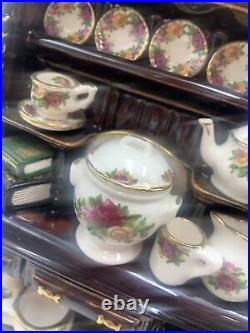 Vintage PAUL CARDEW Teapot WELSH DRESSER Old Country Roses Dishes ROYAL ALBERT